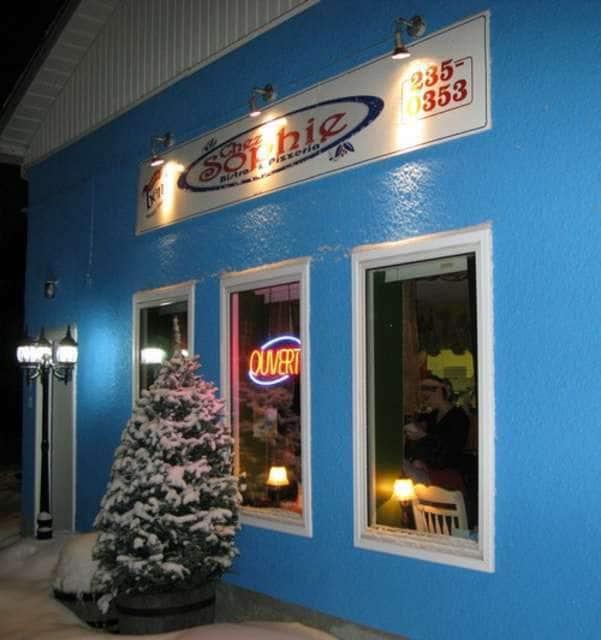 Chez sophie bistro pizzeria photos pictures of chez for Chaise cafe winnipeg